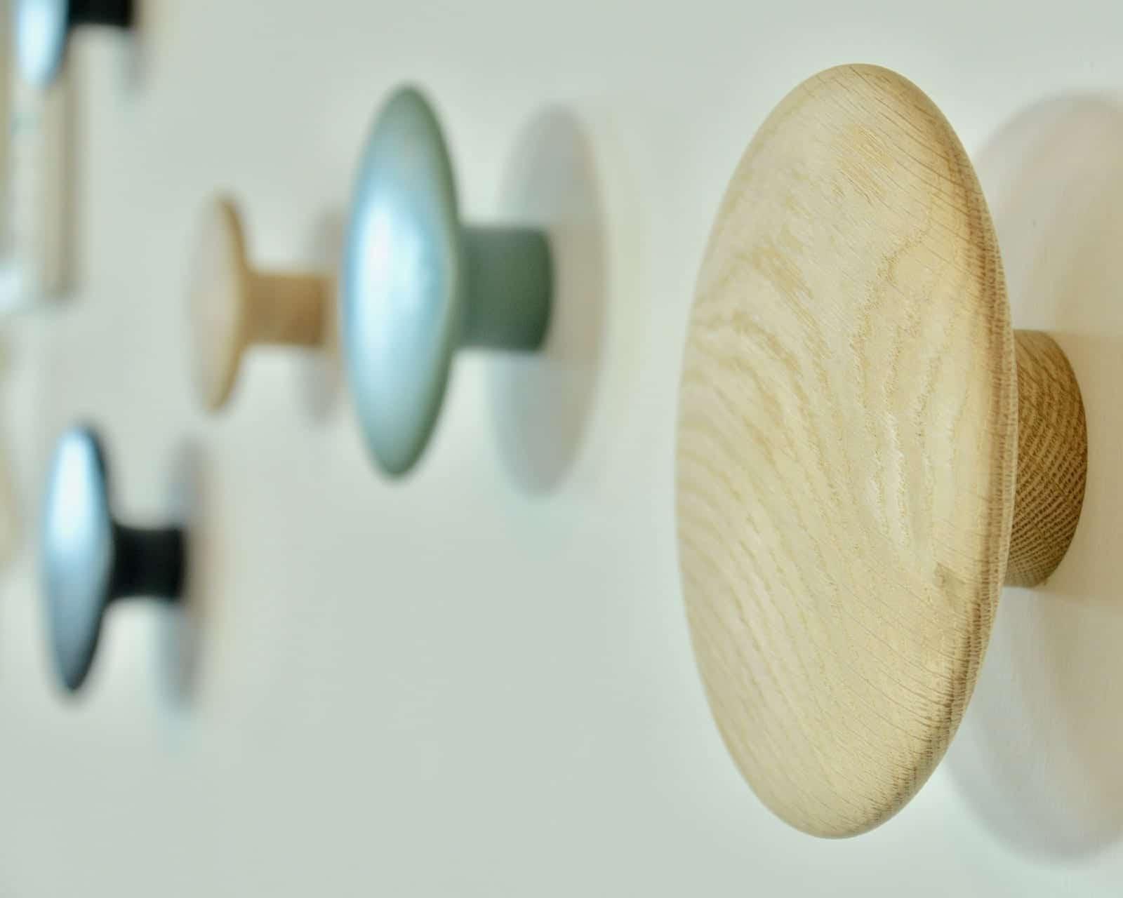 Praktische Garderobe fürs Büro: die Muuto Dots